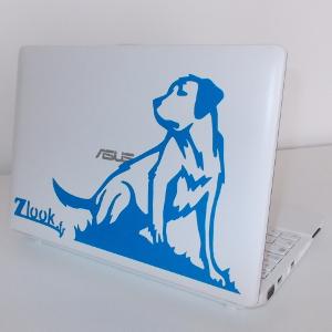 Les autocollants atomistickers permettent une déco de laptop avec adhésif labrador.