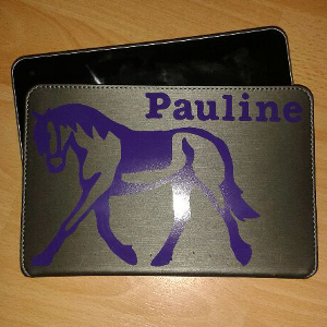 Personnaliser une tablette avec le sticker cheval trot allongé (zlook autocollant équitation)